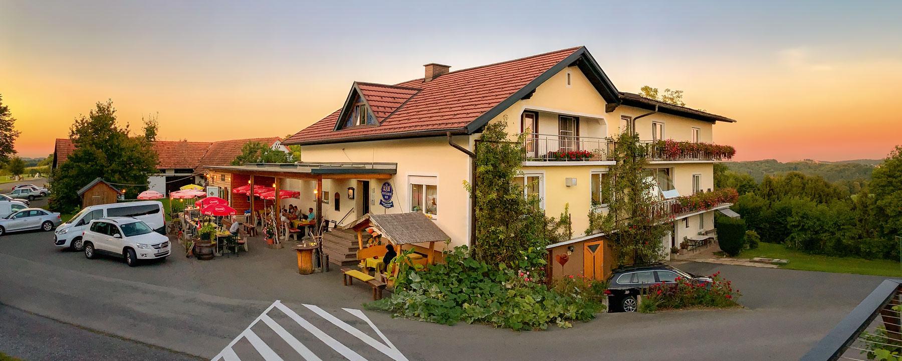 Außenansicht von Gasthof Weninger in Perlsdorf bei Paldau